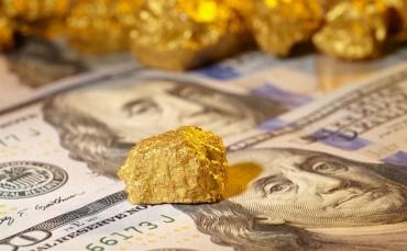 Giá vàng giảm sâu, USD giữ ở mức cao
