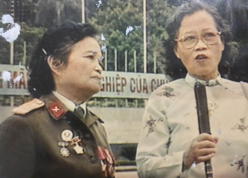 """Gặp """"thiếu nữ"""" kéo cờ Tổ quốc trong ngày 2/9"""