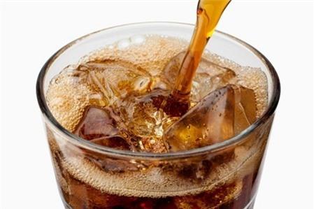Tác hại khôn lường khi uống nhiều nước ngọt có ga