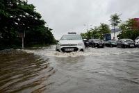 """Thoát nước trên địa bàn quận Long Biên: """"Tự chảy"""" đến bao giờ?"""