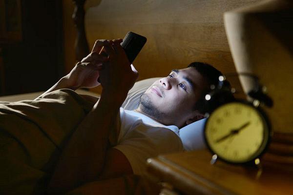 Nhóm người tuổi thọ thấp thường có 4 dấu hiệu khi thức dậy