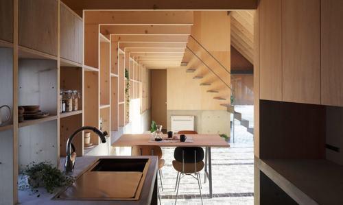 Ngôi nhà với cấu trúc mái dốc độc đáo tại Nhật Bản