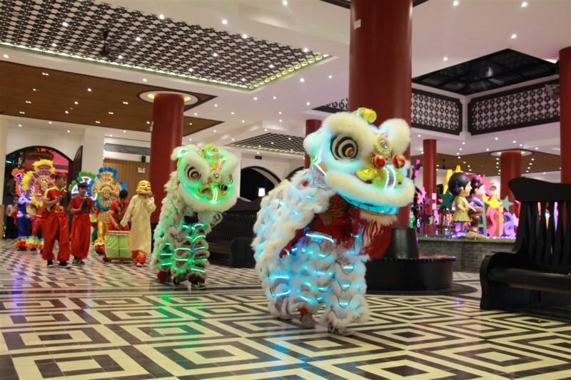 Cận cảnh lễ hội đèn lồng lớn nhất Miền Trung tại Asia Park