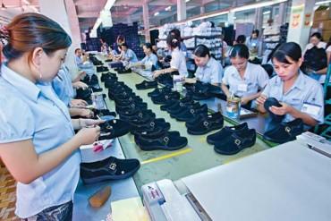 Tuân thủ lương tối thiểu trong ngành Dệt - may và Da giầy: Cần giám sát chặt