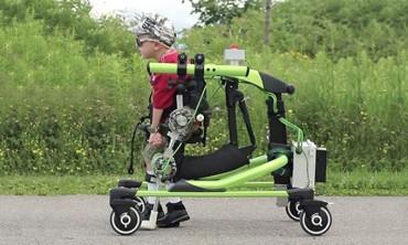 Robot hỗ trợ trẻ khuyết tật vận động