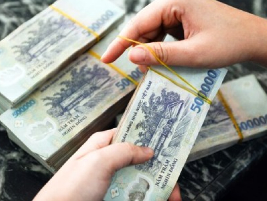 Lương tối thiểu Việt Nam đang tăng nhanh: Lợi hay hại?