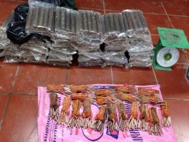 Quảng Nam: Bắt khẩn cấp đối tượng vận chuyển 50kg thuốc nổ bom