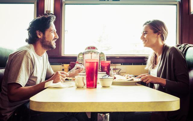 Ăn sáng muộn và ăn tối sớm: Bí quyết để giảm cân!