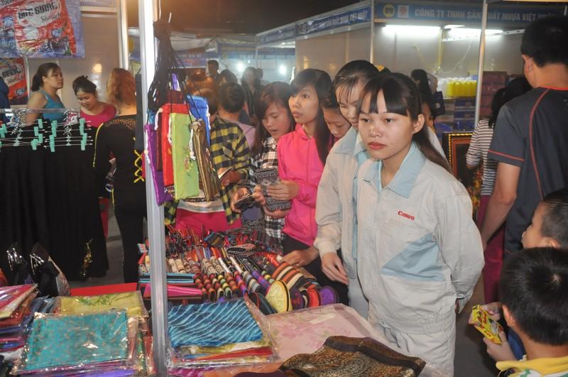 Vận động đoàn viên, CNVCLĐ ưu tiên dùng hàng Việt