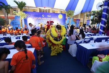 Quỹ sữa vươn cao Việt Nam và Vinamilk đem niềm vui tết Trung Thu đến trẻ em Vĩnh Phúc