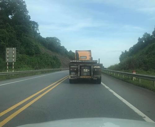 Xử lý nghiêm xe container đi ngược chiều trên cao tốc Hà Nội - Lào Cai