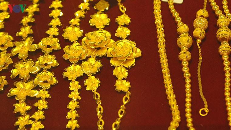 Giá vàng trong nước cao hơn giá vàng thế giới 40.000 đồng/lượng