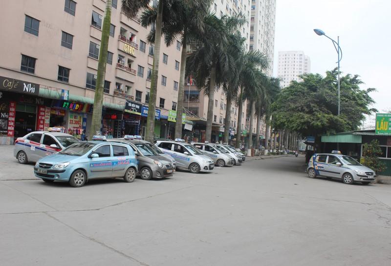 """'Mặc đồng phục"""" cho taxi ở Hà Nội: Nâng chất lượng phục vụ và hiệu quả quản lý"""