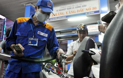 Xăng, dầu chịu áp lực tăng giá