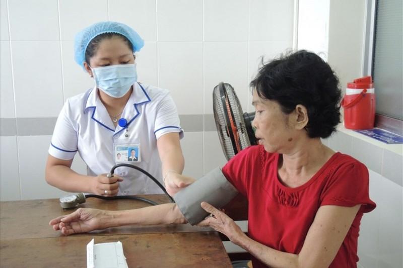 Đề nghị bác sĩ mới ra trường được hưởng lương bậc 2