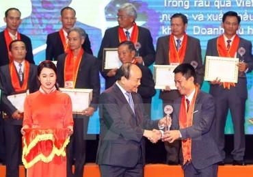 Tôn vinh nông dân Việt Nam xuất sắc 30 năm thời kỳ đổi mới