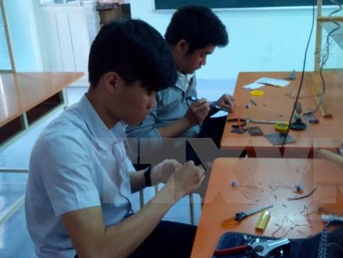 Hai học sinh sáng tạo máy đọc tài liệu dành cho người khiếm thị
