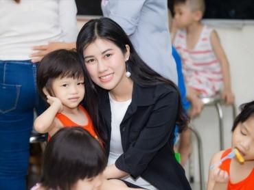 HH Du lịch Quốc tế Việt Nam Emily Hồng Nhung quyên góp hơn 2 tấn gạo từ thiện