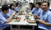 Cần bổ sung thêm bữa ăn ca cho công nhân