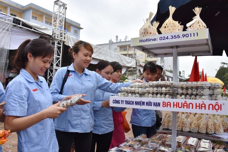 Để công nhân được dùng hàng Việt