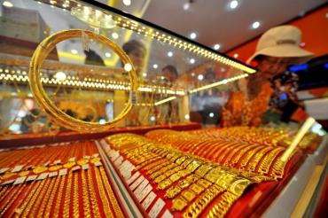 Giá vàng điều chỉnh giảm sau phiên tăng vọt