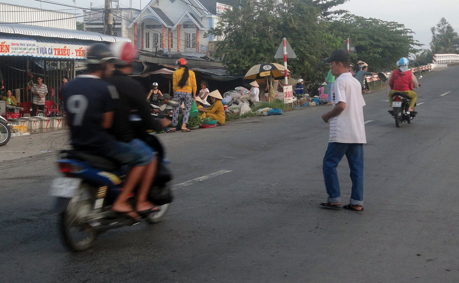 Bị phạt cải tạo không giam giữ vì đi bộ gây tai nạn giao thông