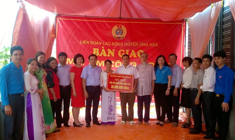 LĐLĐ huyện Ứng Hòa: Bàn giao Mái ấm Công đoàn cho đoàn viên