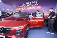 Khách hàng sốt ruột chờ lái thử xe VinFast Lux theo bài test chuẩn quốc tế