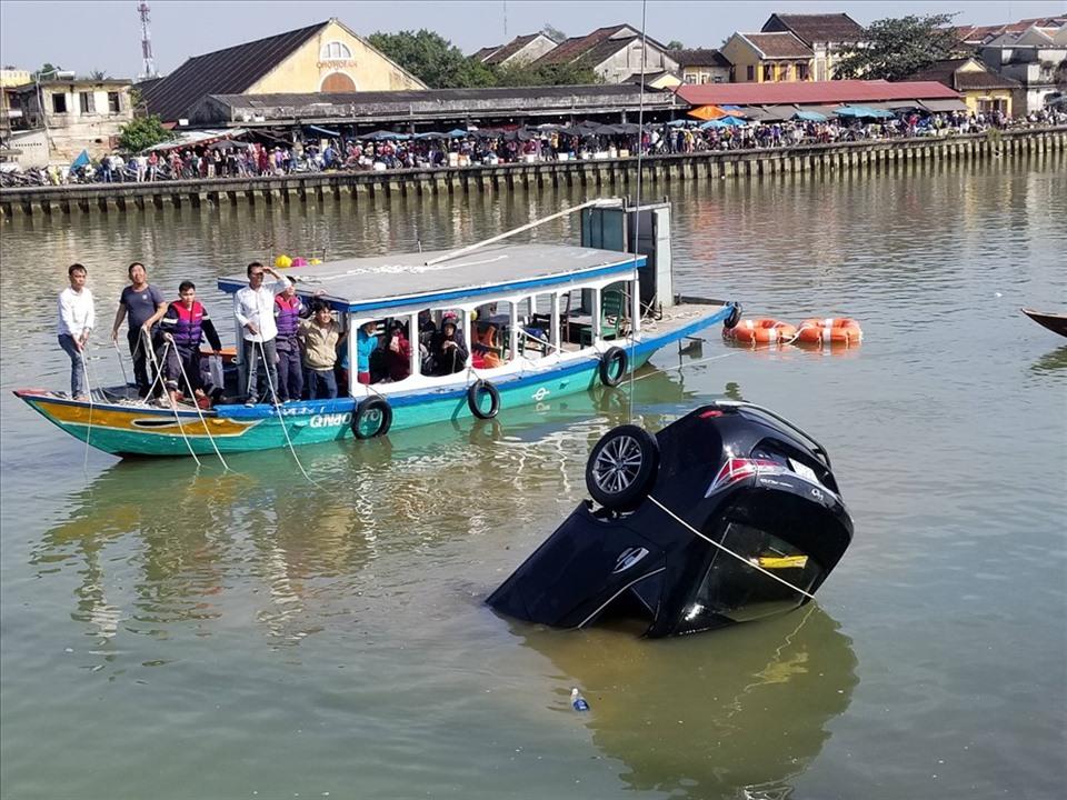 Trang bị ngay kỹ năng thoát hiểm khi ôtô rơi xuống nước