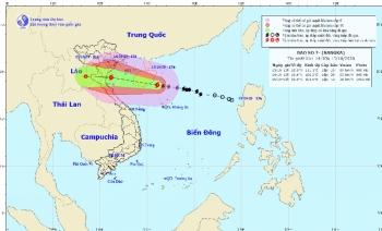 Bão số 7 giật cấp 12 đang tiến vào vùng biển các tỉnh Bắc Bộ, Bắc Trung Bộ