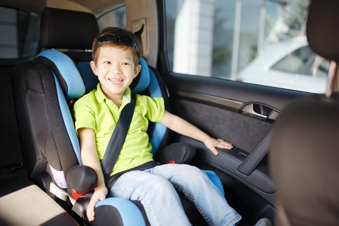 Cho bé đi ôtô, bố mẹ cần đặc biệt chú ý những điều dưới đây