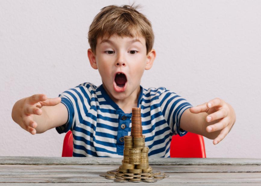 Hãy dạy trẻ cách chi tiêu và mua những món đồ phù hợp, tránh lãng phí. Ảnh nguồn: Mnet.