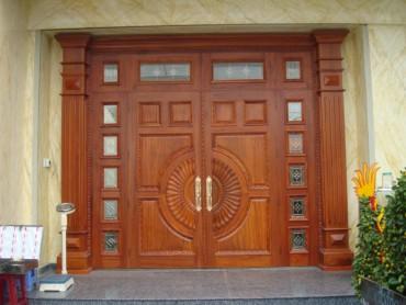 Những lưu ý khi mua cửa gỗ tự nhiên