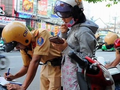 Cảnh sát giao thông hóa trang được quyền dừng xe vi phạm?