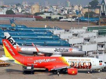 Các hãng hàng không tạm ngừng nhiều chuyến bay trong nước do bão số 12