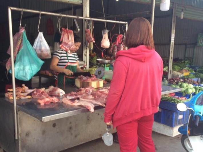 Những thói quen sai lầm của các bà nội trợ khi mua thịt