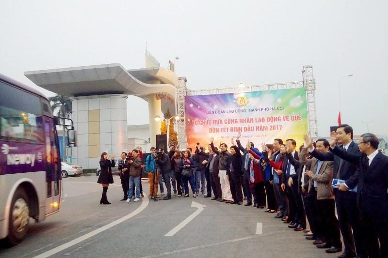 LĐLĐ TP Hà Nội: Hỗ trợ xe đưa 1.400 công nhân về quê đón Tết