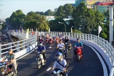Cửa ngõ sân bay Tân Sơn Nhất thông thoáng nhờ có thêm cầu vượt