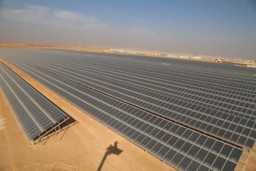 Nhà máy quang điện lớn nhất thế giới cho người tị nạn