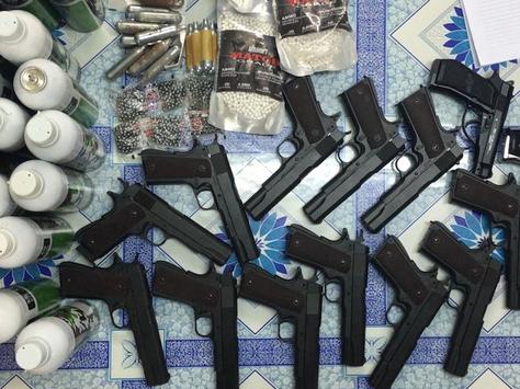 Bắt đối tượng chuyên mua bán súng qua mạng
