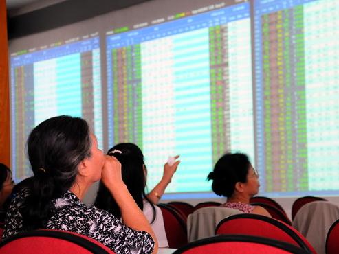 Chứng khoán liên tục lập đỉnh mới kéo nhiều cổ phiếu tăng mạnh