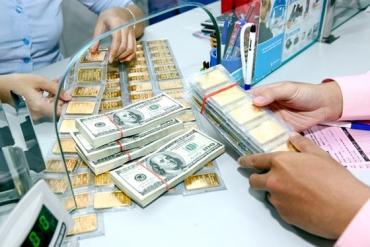 Giá vàng đột ngột tăng cao, USD giảm