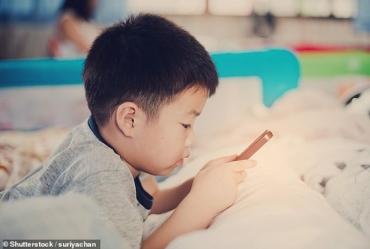 Trẻ ghiền smartphone: liên quan đến 12 loại ung thư chết người!