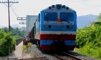 Chính thức thông tuyến đường sắt Bắc - Nam sau gián đoạn do bão số 9