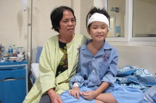 """Ca mổ ngoạn mục cứu bé 10 tuổi bị u não trở về từ """"cửa tử"""""""