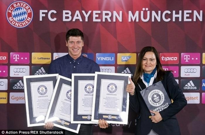 Chân sút Lewandowski nhận liền 4 kỷ lục Guinness!