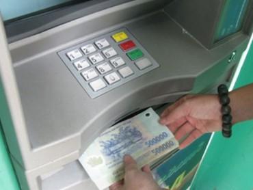 """Không được để ATM """"ngưng nhả tiền"""" dịp Tết"""