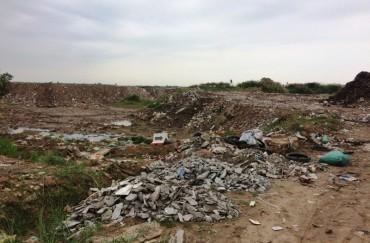 Các bãi ven sông Hồng: Không thể thành nơi đổ phế thải!