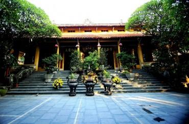 Cảnh chùa Quán Sứ