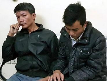 Hà Nội: CSGT chạy bộ gần 1km, quật ngã 2 tên cướp manh động